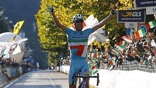 Impresa Nibali in fuga   foto   è suo il Giro di Lombardia