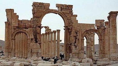 Siria, miliziani dello Stato islamico   foto    distruggono arco trionfo a Palmira   mappa