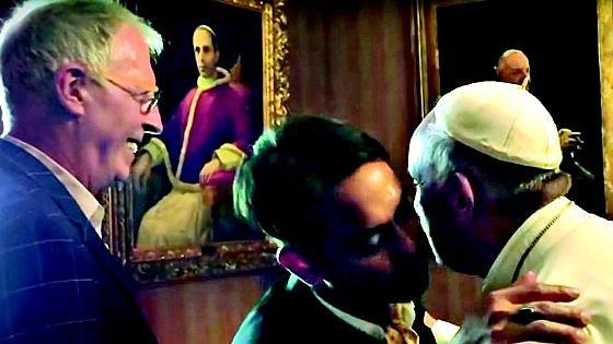"""Grassi, l'ex allievo omosessuale del Papa: """"L'uscita di Charamsa ha danneggiato tutti noi"""""""