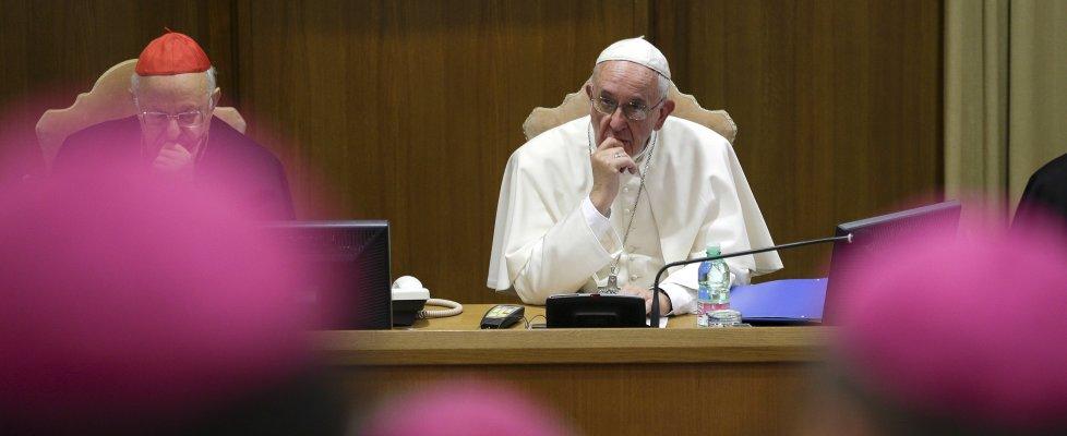 """Sinodo, via al dibattito: prudenza sui divorziati. Il Papa: """"Non è il Parlamento, no a compromessi"""""""
