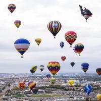 Usa, i colori prendono il volo: lo show delle mongolfiere di Albuquerque