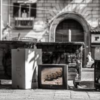 Dal vecchio apparecchio allo schermo piatto: le tv abbandonate diventano un progetto