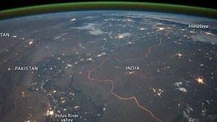 India-Pakistan, il confine di notte E' il più sorvegliato al mondo
