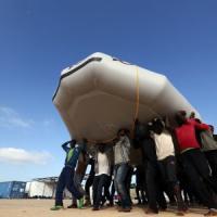 Profughi, quasi 100 morti al largo della Libia