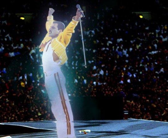 Michael Jackson, Tupac Shakur, Elvis Presley & Co: la resurrezione è grazie all'ologramma