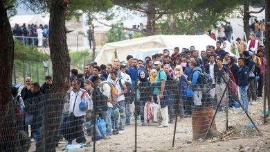 """Migranti, Merkel: """"Addio regole Dublino""""  Hollande: """"Integrazione differenziata"""""""