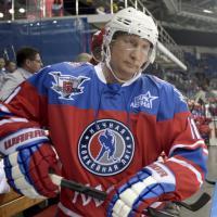 Putin, compleanno sul ghiaccio: match di hockey per i 63 anni
