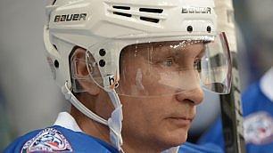 Putin, compleanno sul ghiaccio   match di hockey per i 63 anni
