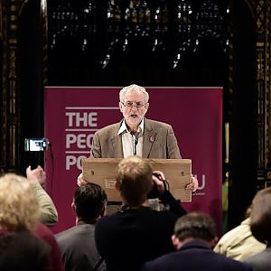 Gb, Corbyn snobba Elisabetta: non andrà a Buckingham Palace