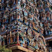 India, il tempio hindu dalle 33mila sculture e statue colorate