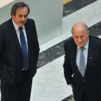 Scandalo Fifa, Comitato etico sospende per 90 giorni Blatter e Platini