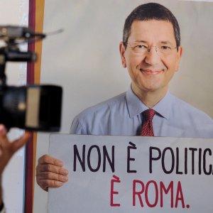 """Dimissioni Marino, Di Battista: """"Al voto, cittadini mettano M5s alla prova"""". Salvini: """"Fra poco tocca a Renzi"""""""
