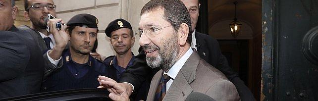 Roma, via al dopo-Marino. Salvini lancia Meloni  Renzi: no primarie, decido io  /   E ora? Le tappe