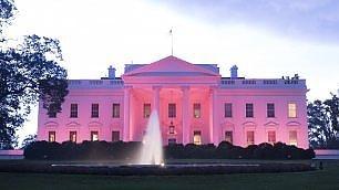 La Casa Bianca si illumina di rosa  per lotta contro il cancro al seno