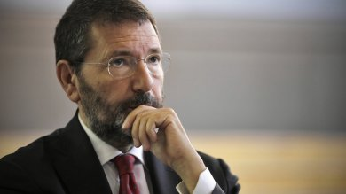 Marino sfida il Pd : dimissioni lunedì   foto    Commissario, 4 nomi: e  spunta Cantone