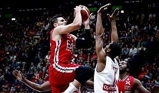 Basket, rimonta super di Trento: in testa con Reggio e Pistoia. A Milano il derby con Varese