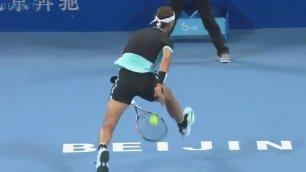 Nadal resiste ma Djoko è letale inutile il colpo sotto le gambe