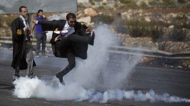 Le immagini . Israele, l'avvocato palestinese in mezzo agli scontri