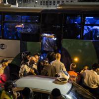 Gerusalemme, tre vittime in due attentati. Hamas esulta. Netanyahu ad Abu Mazen: basta...