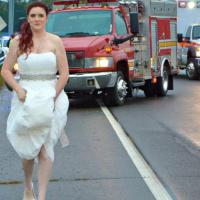 Tennessee, Sarah la sposa paramedico: lascia la sua cerimonia per soccorrere i nonni
