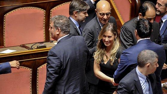 """Riforme, via libera a nuovo Senato. Boschi: """"Per Italia bellissimo giorno"""""""