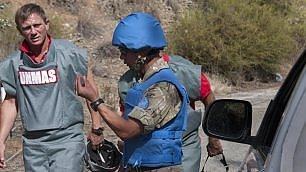 007 campagna antimine a Cipro  alle operazioni c'è Daniel Craig