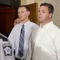 Usa, venditore di armi condannato a risarcire 2 poliziotti feriti da sue pistole