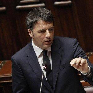 """Siria, Renzi: """"Bombardamenti non risolvono problema"""""""