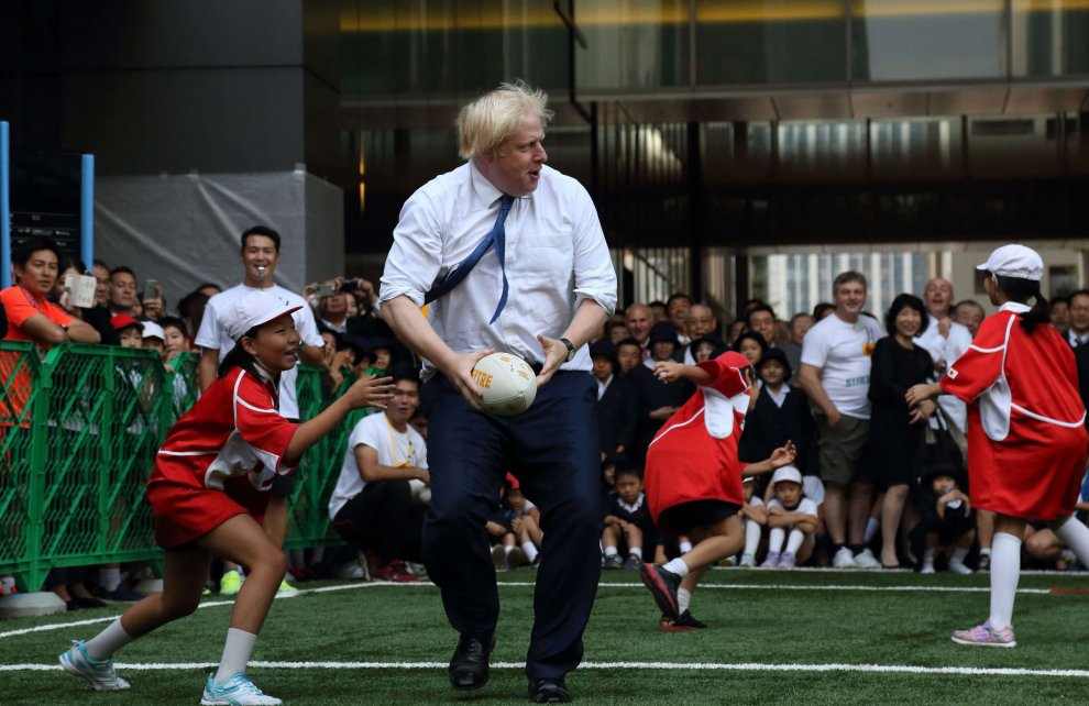 Giappone: street-rugby, il sindaco di Londra travolge il giovane avversario