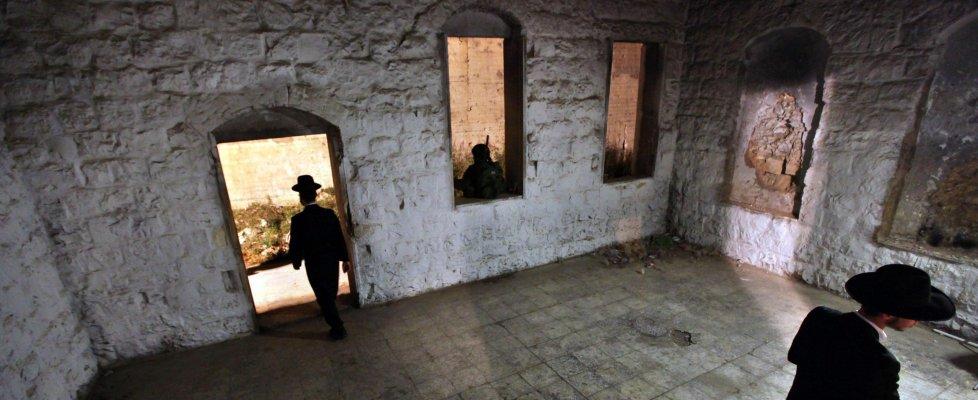 M.O., incendiata Tomba di Giuseppe a Nablus. Uccisi 4 palestinesi in Cisgiordania e a Erez