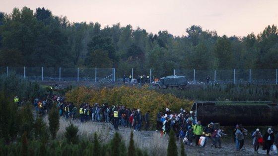 Migranti, doppio naufragio nel Mediterraneo: 16 vittime, anche tre bambini. Ungheria blocca la frontiera