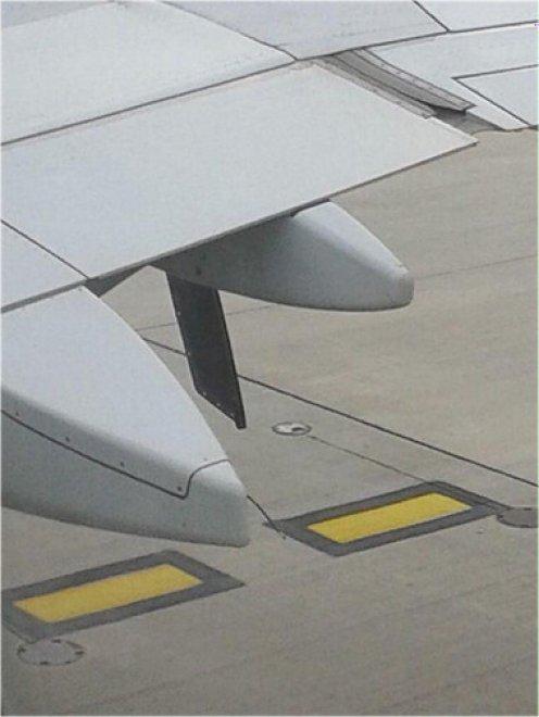 Gb, atterraggio d'emergenza: si stacca un pezzo d'ala