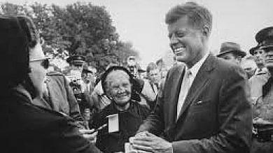 """""""Cosa puoi fare per il tuo Paese?"""" un concorso da Kennedy ai banchi di scuola"""