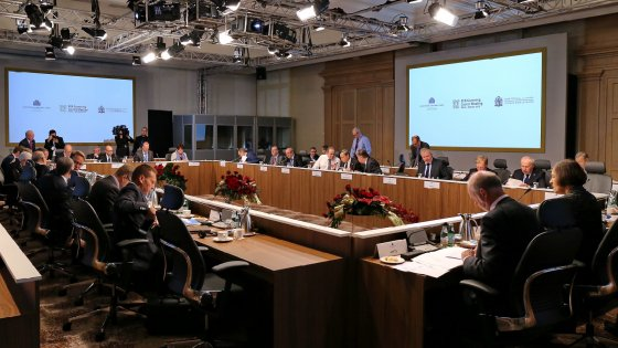La Bce non tocca i tassi, Draghi sposta a dicembre l'ampliamento del Qe