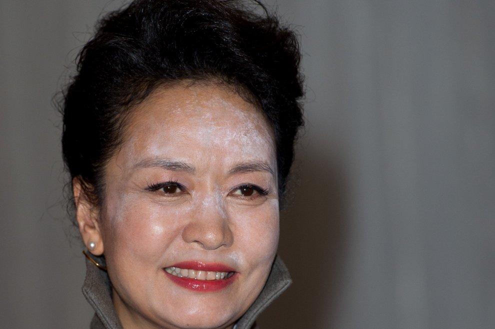Gb, il trucco della first lady cinese Peng Liyuan è un disastro