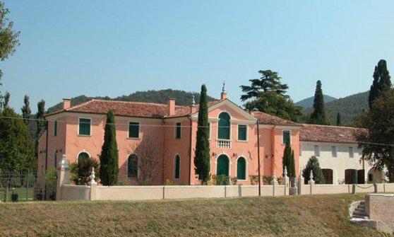 Galan lascia villa Rodella e si porta via termosifoni e sanitari