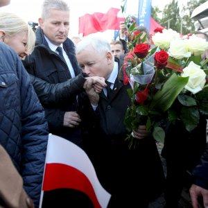 Polonia al voto, favoriti i nazionalconservatori di Kaczynski