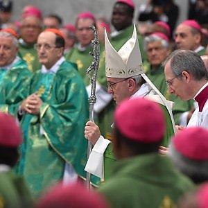 """Papa Francesco chiude il sinodo: """"È stato faticoso, ma porterà frutto"""""""