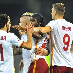 Serie A, vincono Juve e Milan. La Roma sbanca Firenze ed è prima, al Napoli il posticipo
