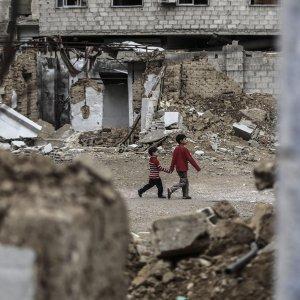 """Siria, tre attivisti fatti esplodere dall'Is a Palmira. Ong: """"130mila civili in fuga da offensiva russa"""""""