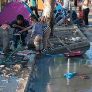 Grecia, nell'inferno di Lesbos dove i migranti aspettano anche 10 giorni prima di essere registrati