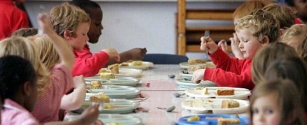 Scuola, aggiungi un pasto a tavola: oggi a Milano un 'menù universale' per i bambini di tutte le fedi