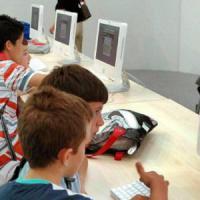 """Il governo: """"Cinque anni per portare le scuole nell'era internet"""""""