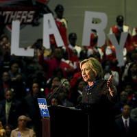 Usa, Hillary Clinton interrotta
