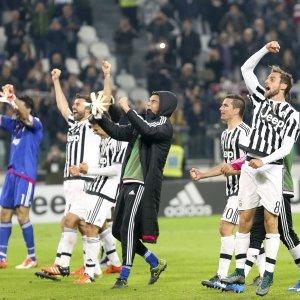 Serie A: la Juve vince il derby, l'Inter batte la Roma ed è prima