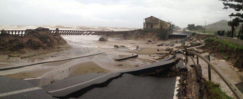 Maltempo, in Calabria la pioggia di un anno. Emergenza treni, interrotta la statale ionica