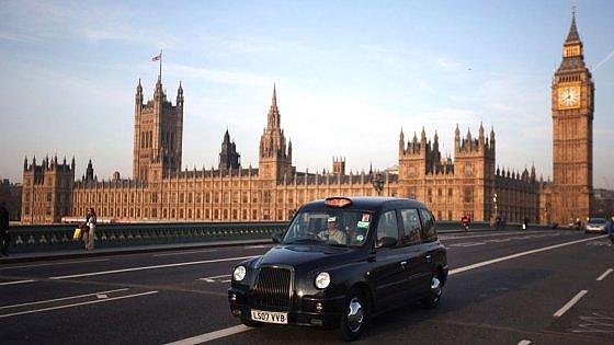 Londra, troppo forte la concorrenza di Uber: chiude la scuola dei tassisti