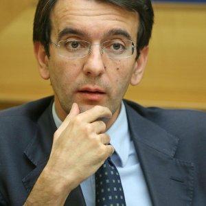 """D'Attorre, Galli e Folino lasciano il Pd: """"Non c'è più dialettica nel partito"""""""
