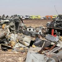 Disastro aereo Metrojet, intelligence Usa pensa a bomba Is. Gb sospende i voli da Sharm