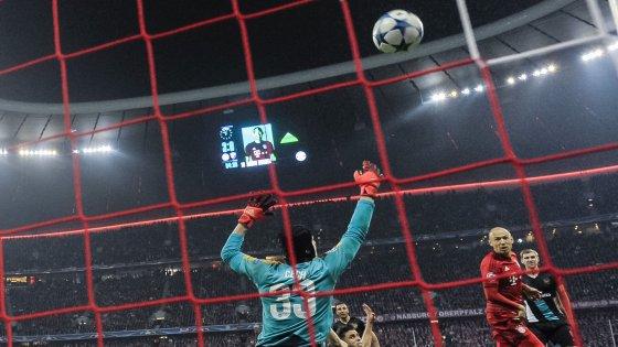 Champions, il Bayern travolge l'Arsenal. Chelsea ok, sollievo per Mourinho